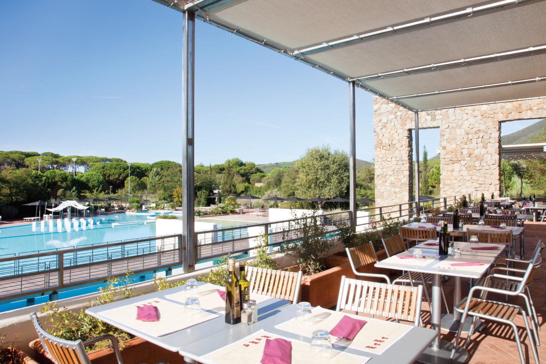 Mama Restaurant vista piscina - Rocchette Camping Village